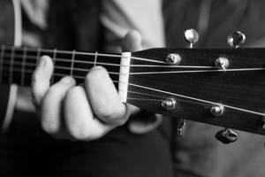 DominikPlangger-Gitarre-byBerndSchranz